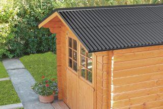 Gartenhaus mit schwarzen Bitumenwellplatten